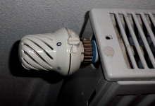 Heizkörper abmontieren: Thermostatventil zudrehen
