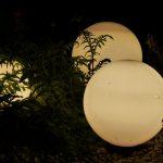 Solarlampen bringen die perfekte Lichtstimmung in den Garten